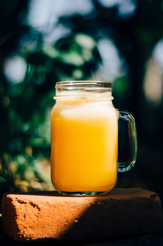 Boisson fraîche à base de ginger beer et nectar d'abricot