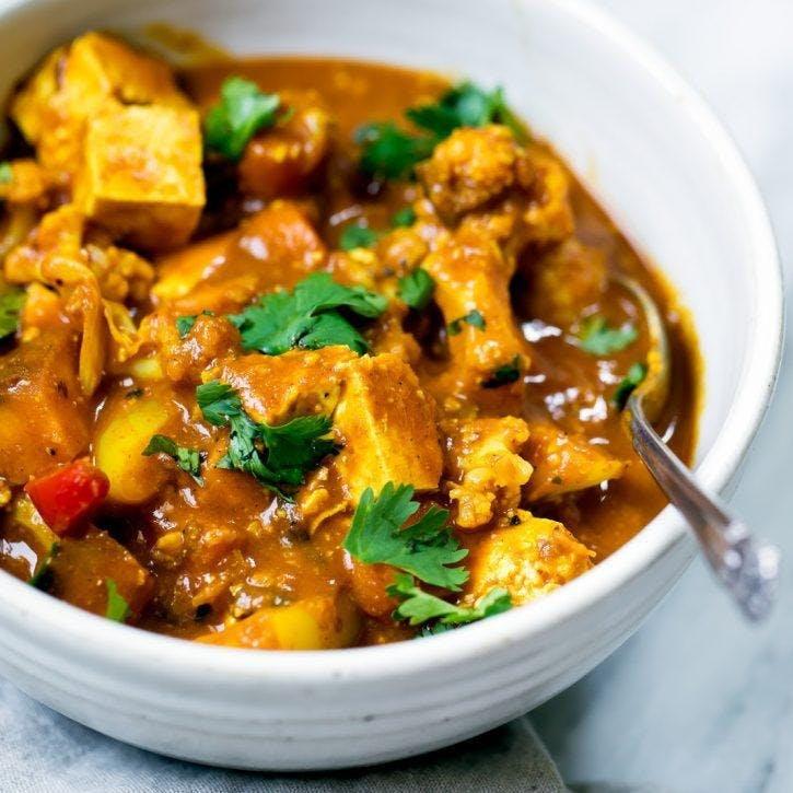 Curry végétarien de tofu à la noix de coco et aux noix de cajou