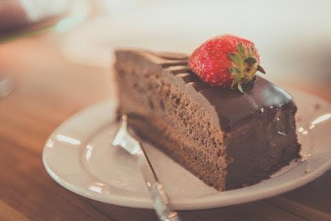 Gâteau au chocolat avec du bicarbonate remplaçant la levure