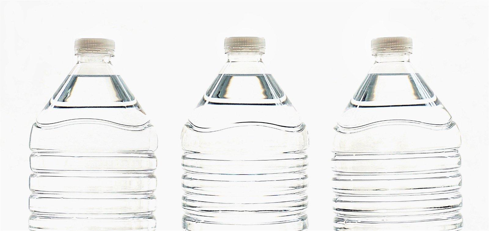 bouteilles de vinaigre blanc