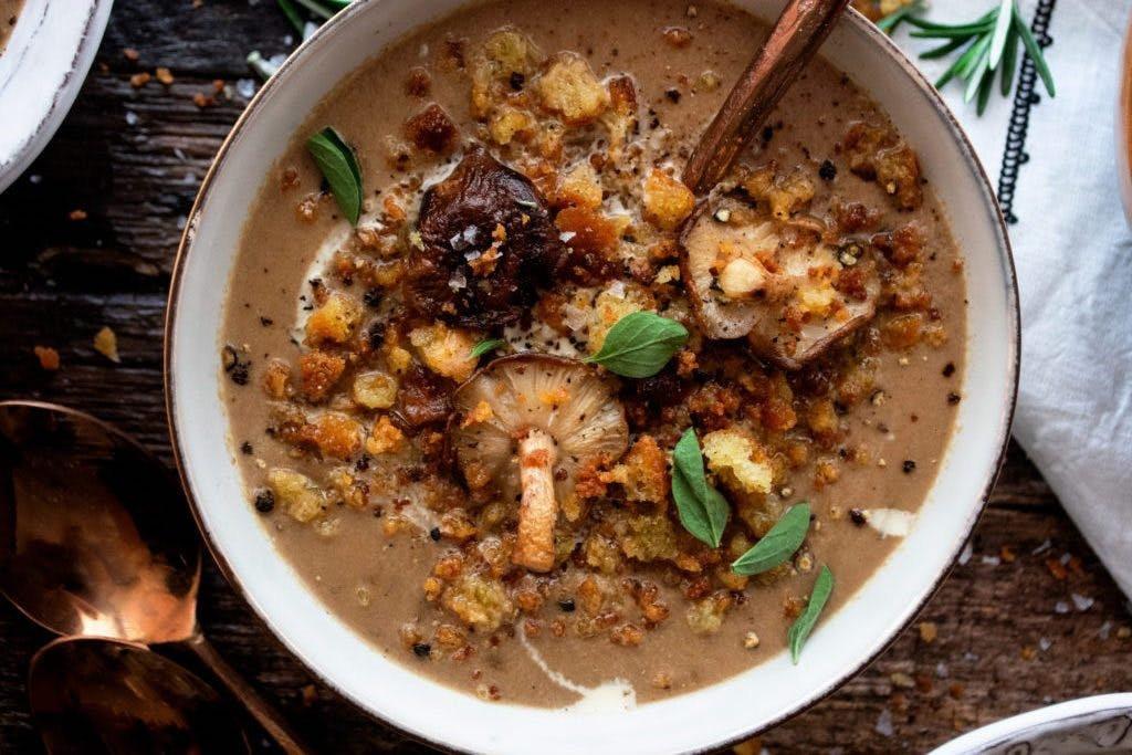 Velouté de champignons et croutons au romarin